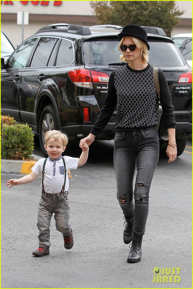 january jones goes food shopping with joyful son xander 03
