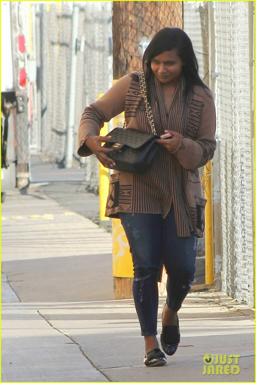 mindy kaling jimmy kimmel disney halloween costumes 022984101