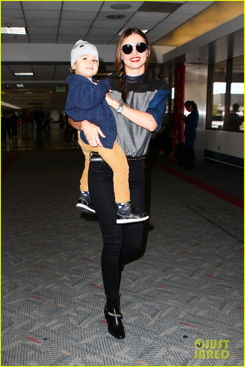 miranda kerr flies out after spending time with miley cyrus 062996706