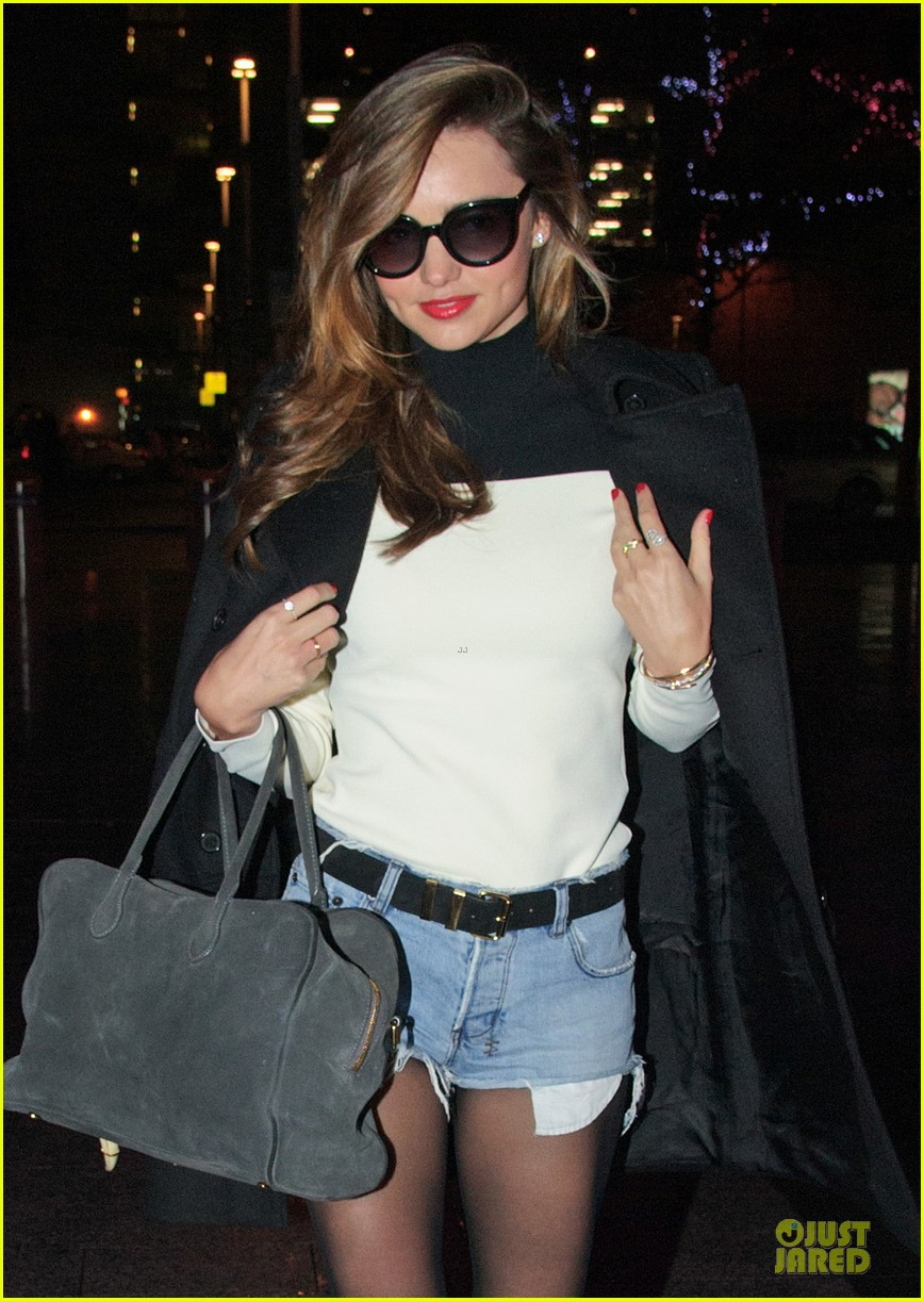 miranda kerr flies to japan orlando bloom bonds with dad harry 022990579