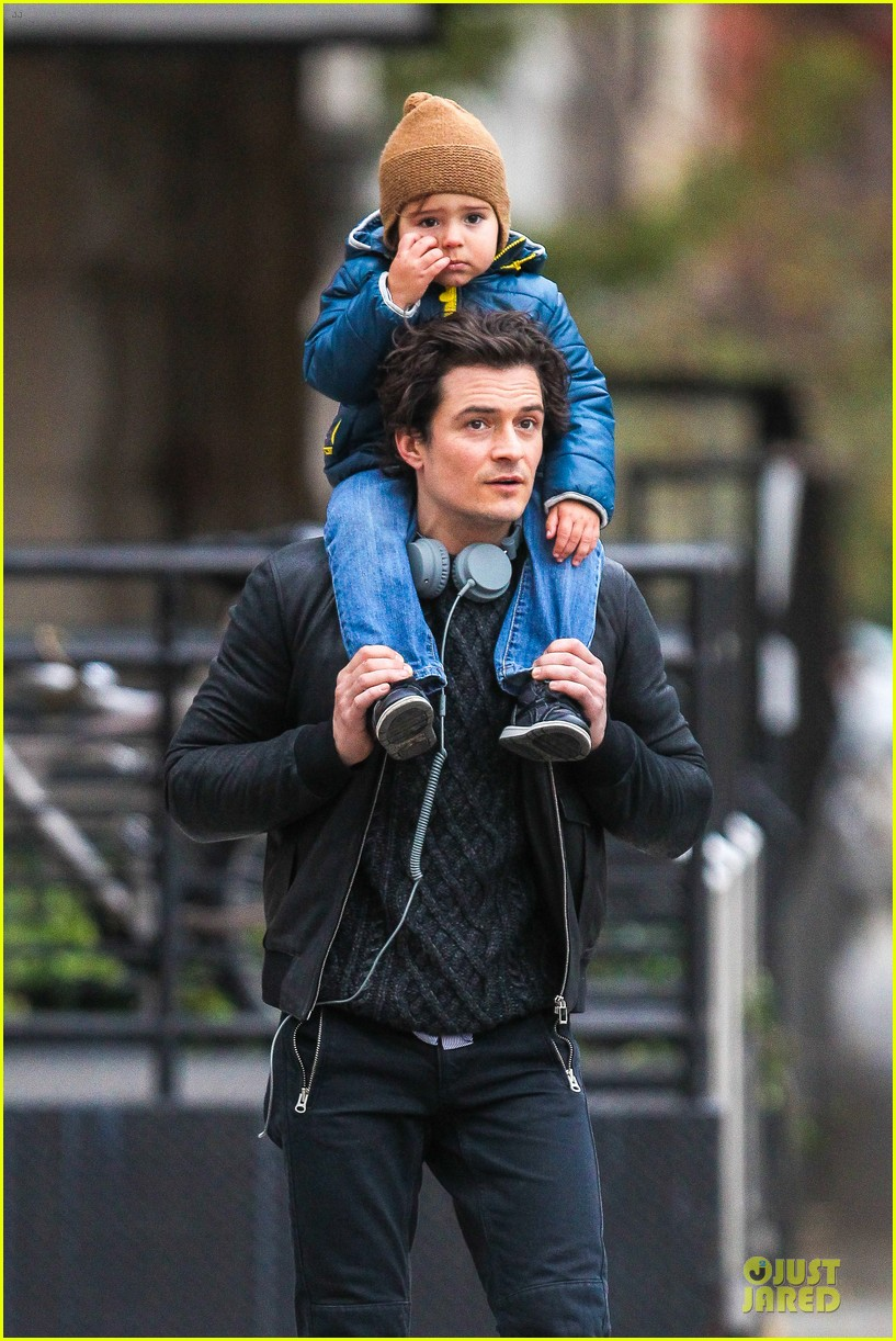 miranda kerr flies to japan orlando bloom bonds with dad harry 04