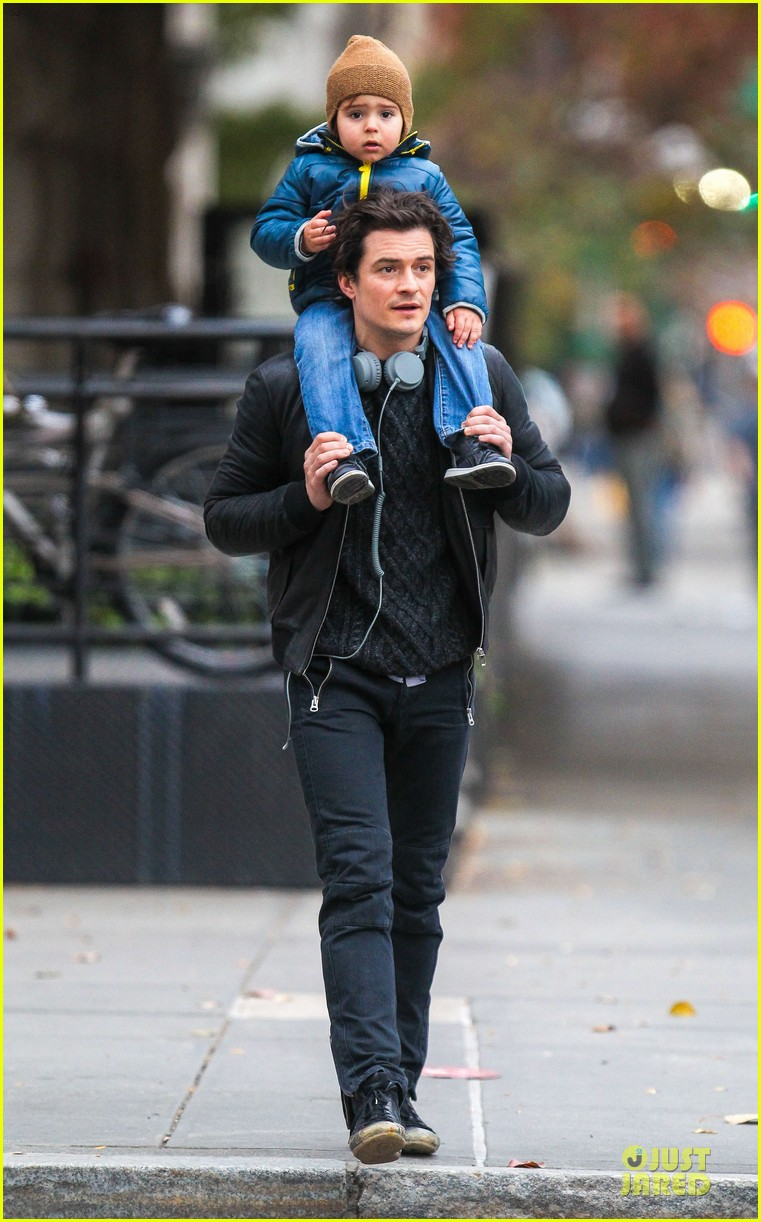miranda kerr flies to japan orlando bloom bonds with dad harry 23