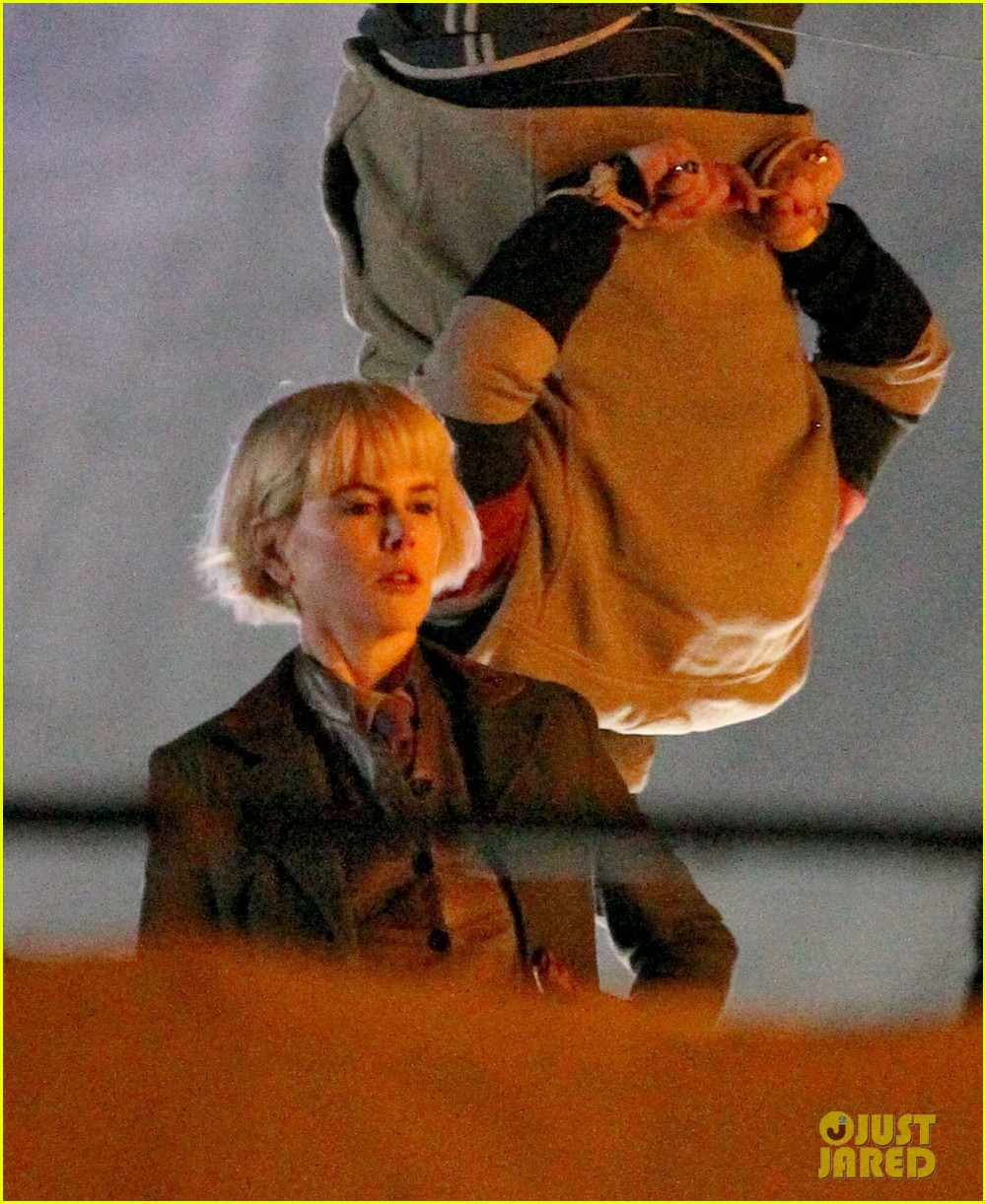 nicole kidman films with hanging man for paddington bear 02