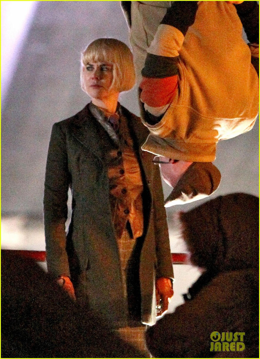 nicole kidman films with hanging man for paddington bear 072985978