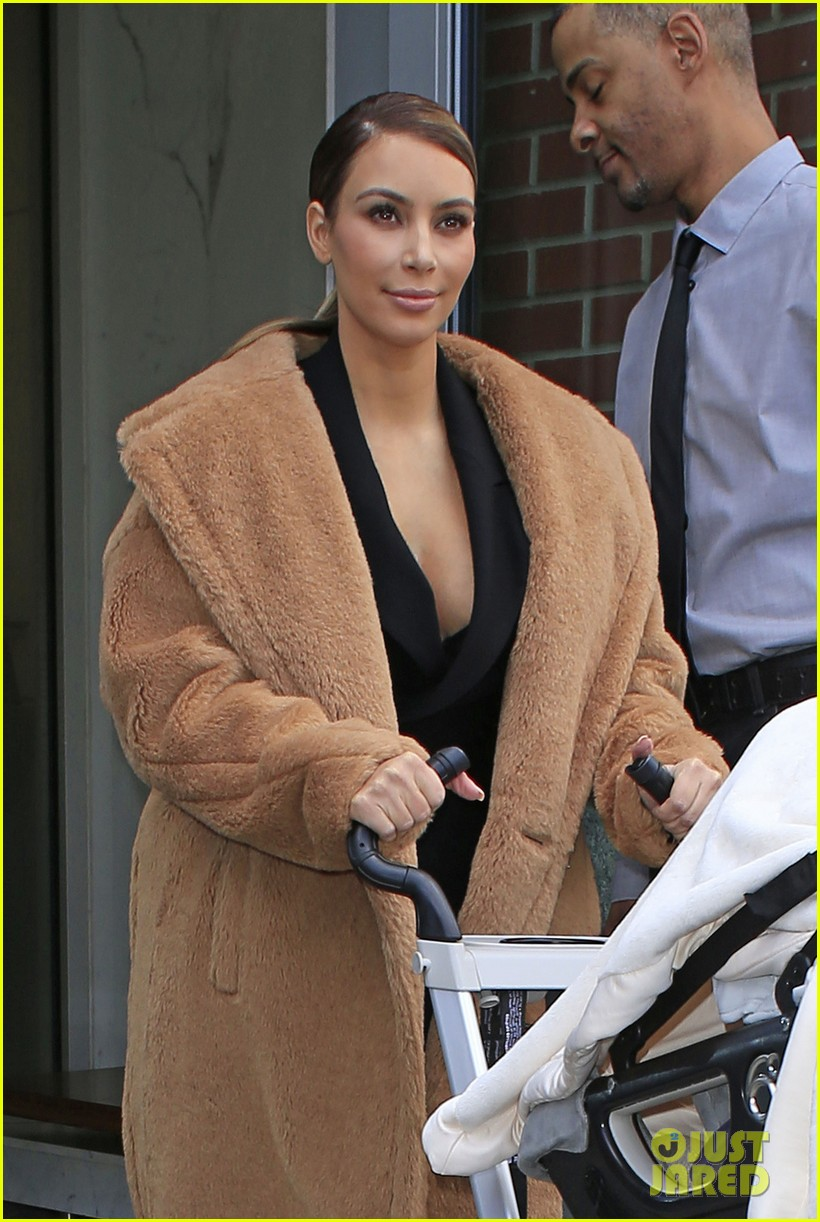 kim kardashian kanye west step out after video release 02