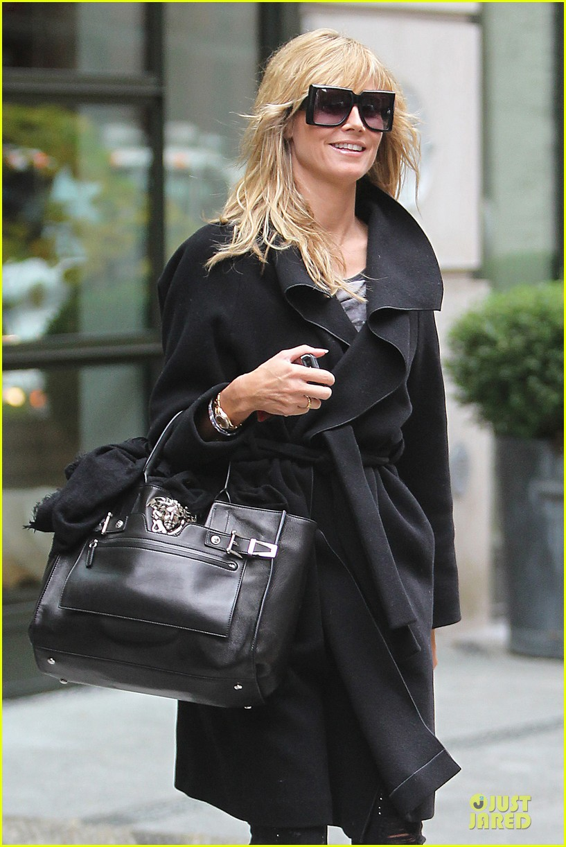 heidi klum martin kirsten going home after halloween party 222985169