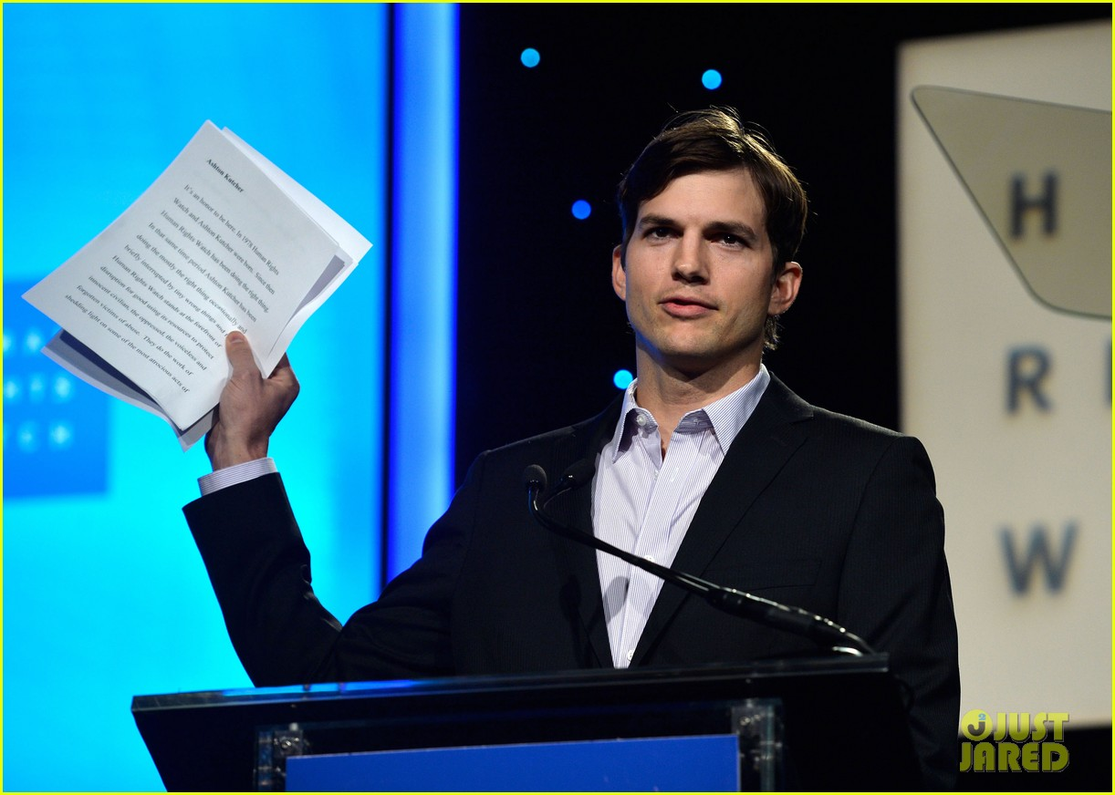 ashton kutcher speaks at human rights watch dinner 112991429