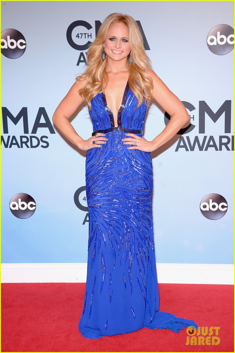 miranda lambert blake shelton cma awards 2013 red carpet 14