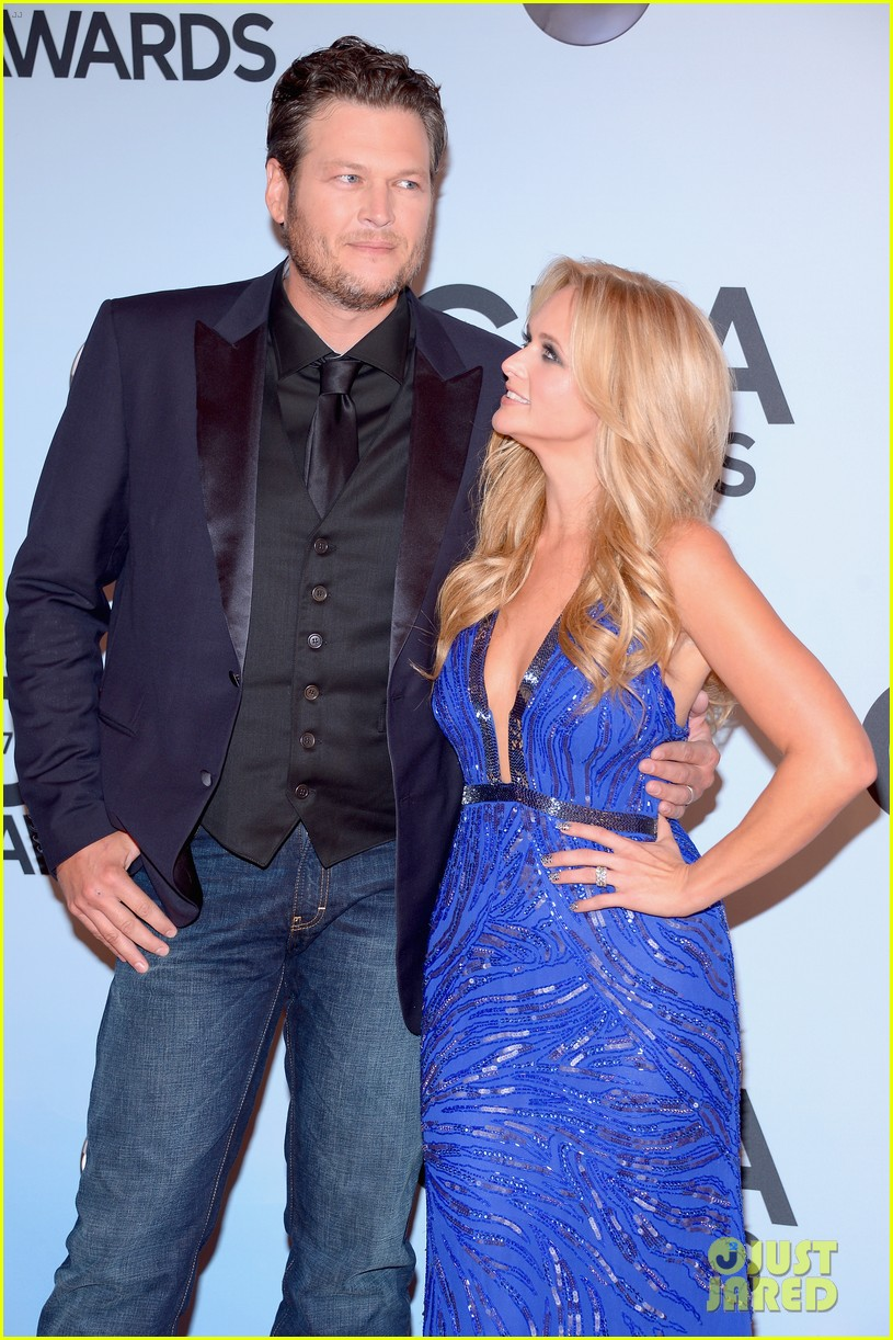 miranda lambert blake shelton cma awards 2013 red carpet 16