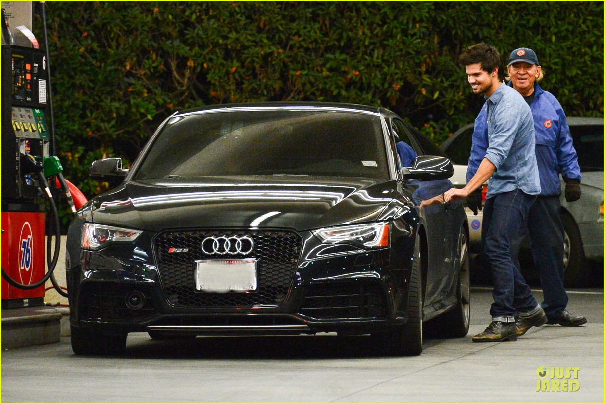 taylor lautner marie avgeropoulos lermitage dinner date 22
