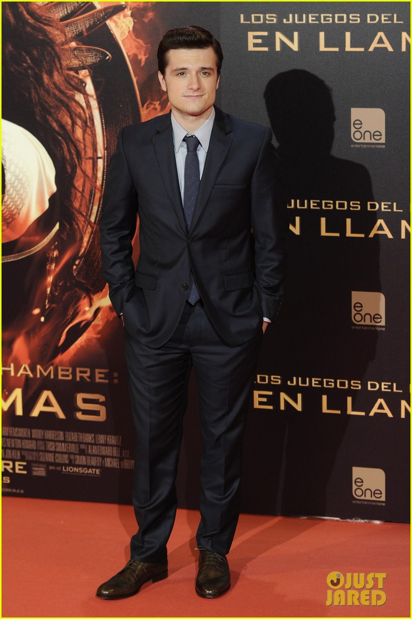 jennifer lawrence josh hutcherson catching fire madrid premiere 12