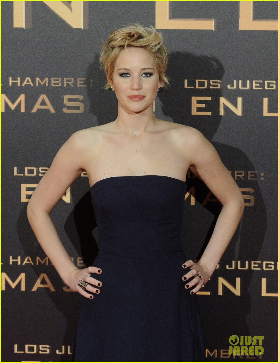 jennifer lawrence josh hutcherson catching fire madrid premiere 18