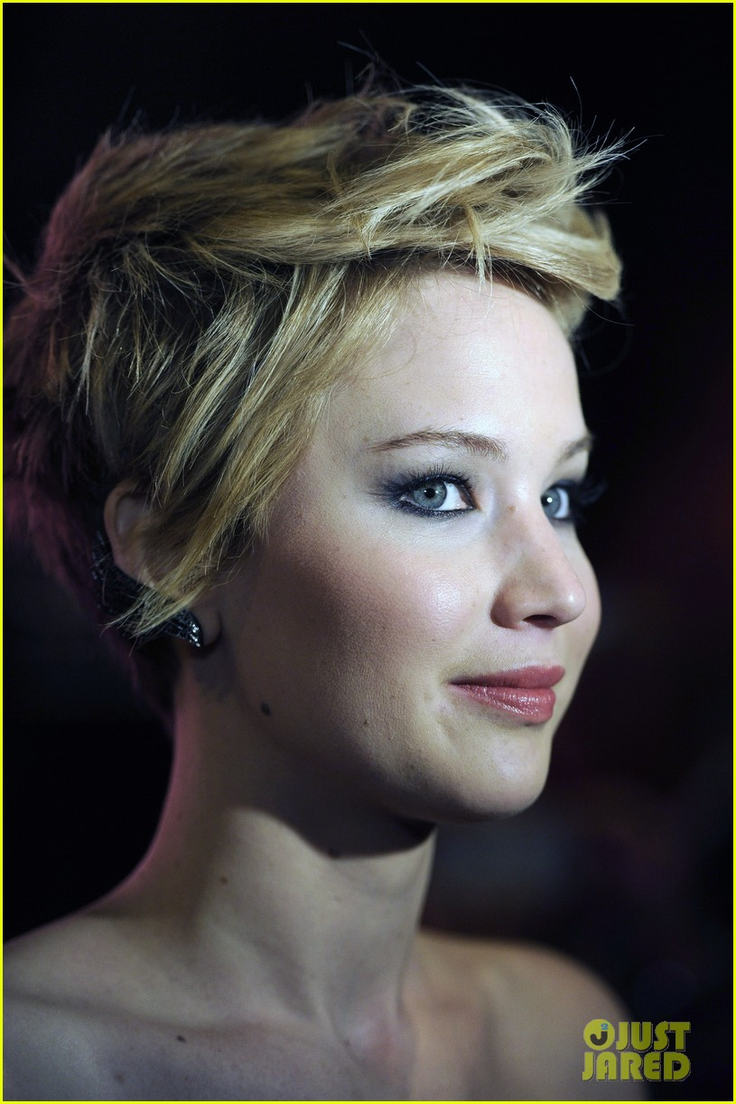 jennifer lawrence josh hutcherson catching fire madrid premiere 21