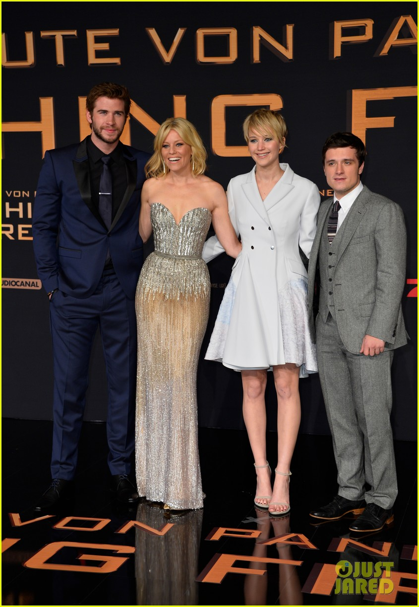 jennifer lawrence liam hemsworth hunger games catching fire germany premiere 022991085
