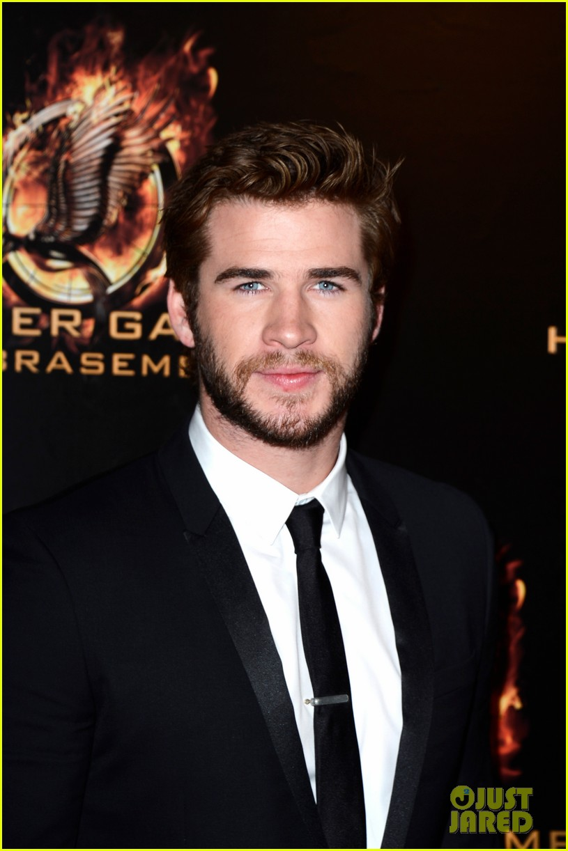 jennifer lawrence liam hemsworth catching fire paris premiere 152993495