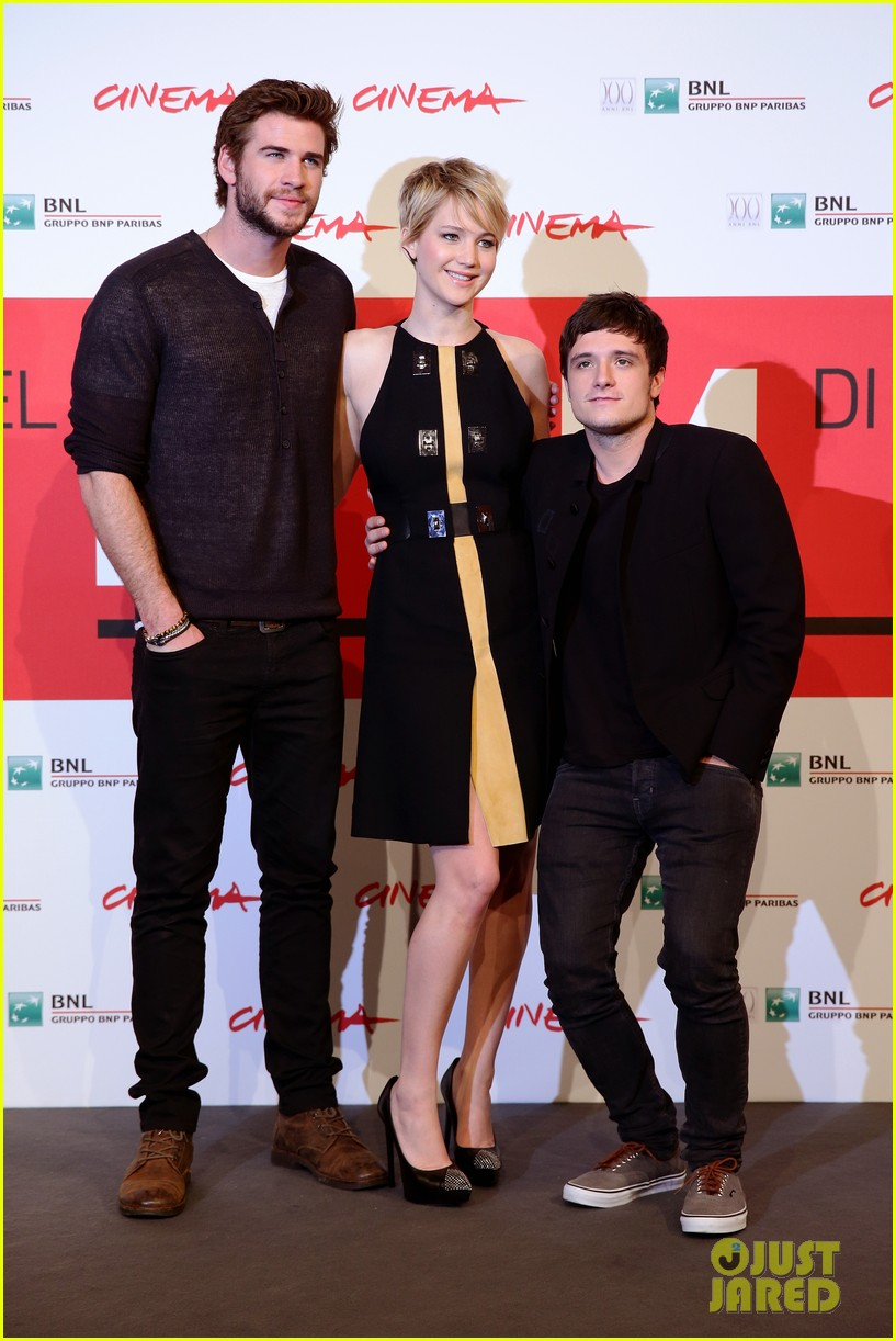 jennifer lawrence liam hemsworth catching fire rome photo call 132992609