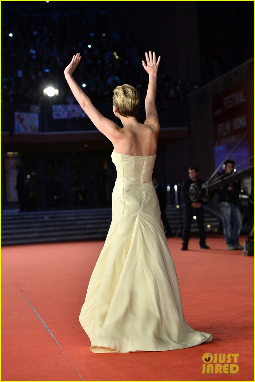 jennifer lawrence josh hutcherson catching fire rome premiere 012992718