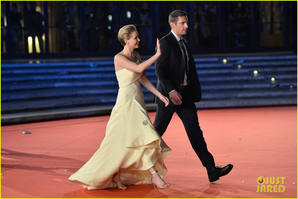 jennifer lawrence josh hutcherson catching fire rome premiere 082992725