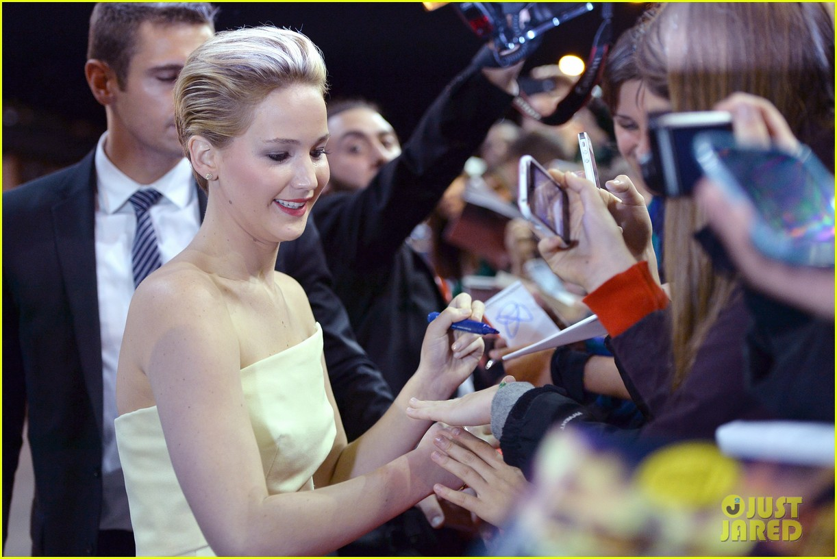jennifer lawrence josh hutcherson catching fire rome premiere 11