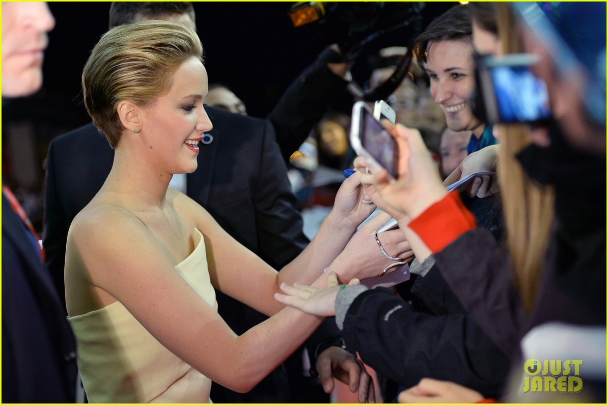 jennifer lawrence josh hutcherson catching fire rome premiere 12