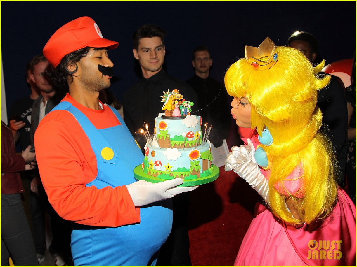 john legend chrissy teigen super mario bros birthday party 103001417
