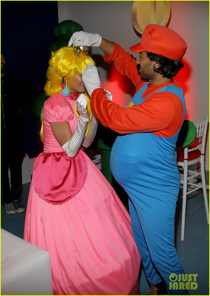 john legend chrissy teigen super mario bros birthday party 15