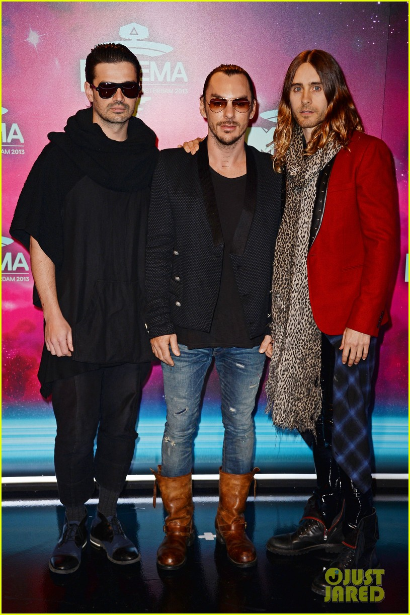 jared leto 30 seconds to mars mtv ema 2013 red carpet 04