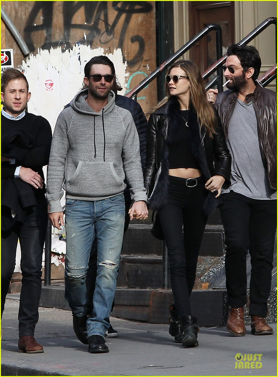 adam levine behati prinsloo hold hands for apartment hunting 012993654