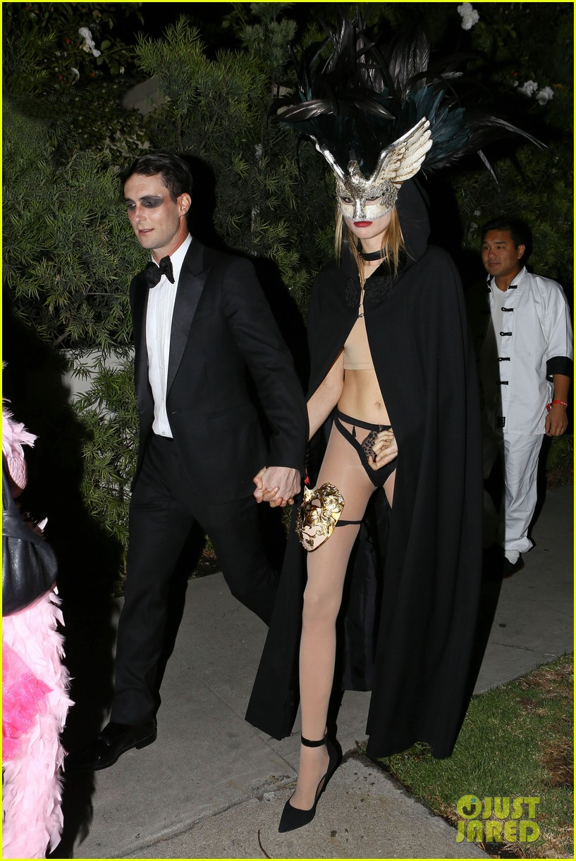 adam levine behati hold hands after hosting halloween party 01
