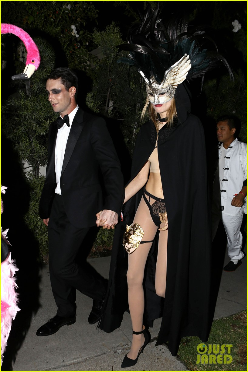 adam levine behati hold hands after hosting halloween party 16