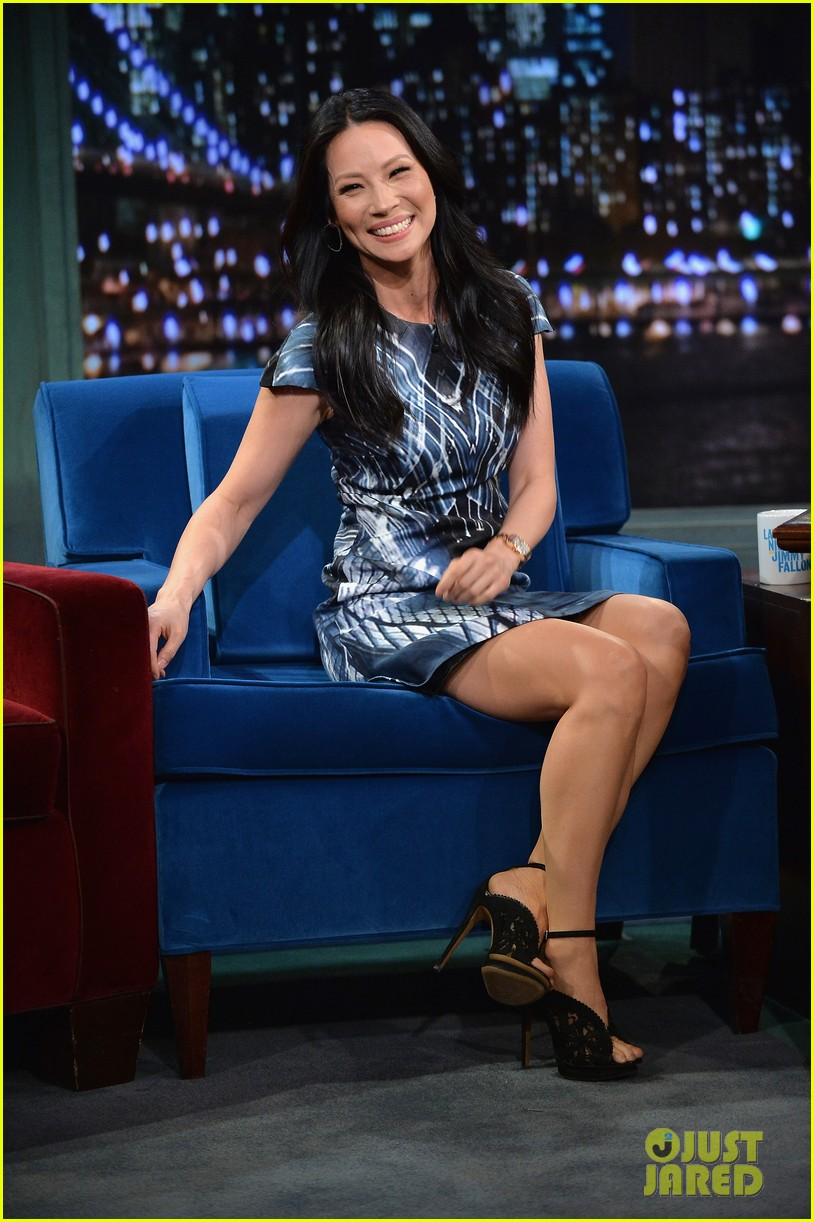 zachary quinto lucy liu play catchphrase on jimmy fallon 02
