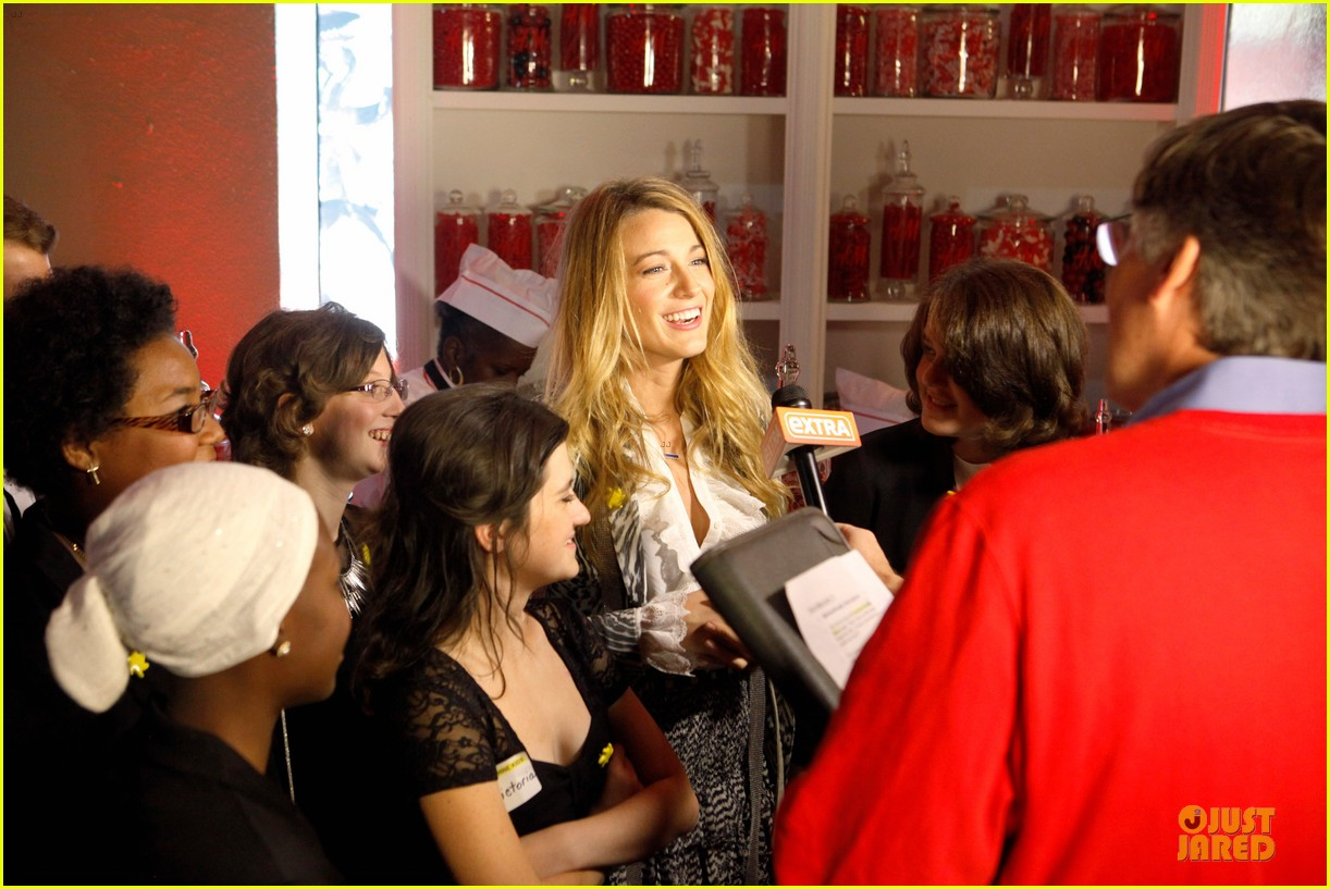 blake lively emma roberts hm new orleans store opening 022994372