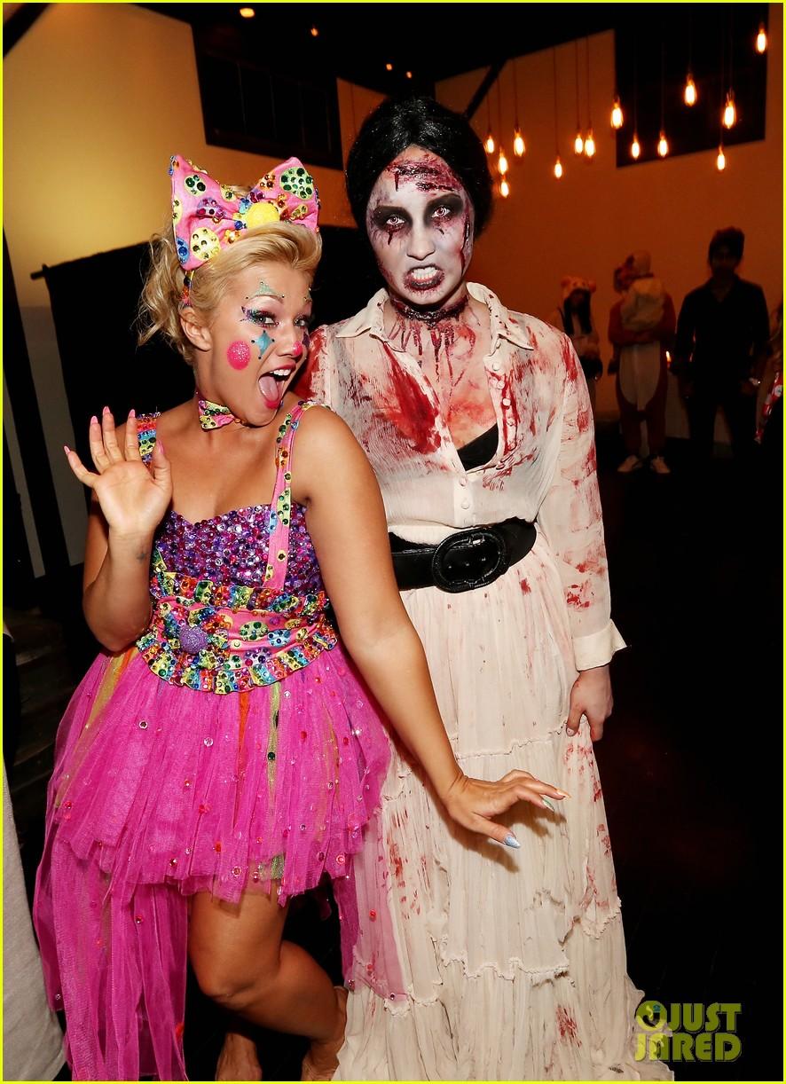 Demi Lovato: Dead Zombie Halloween Costume!: Photo 2984114 | 2013 ...