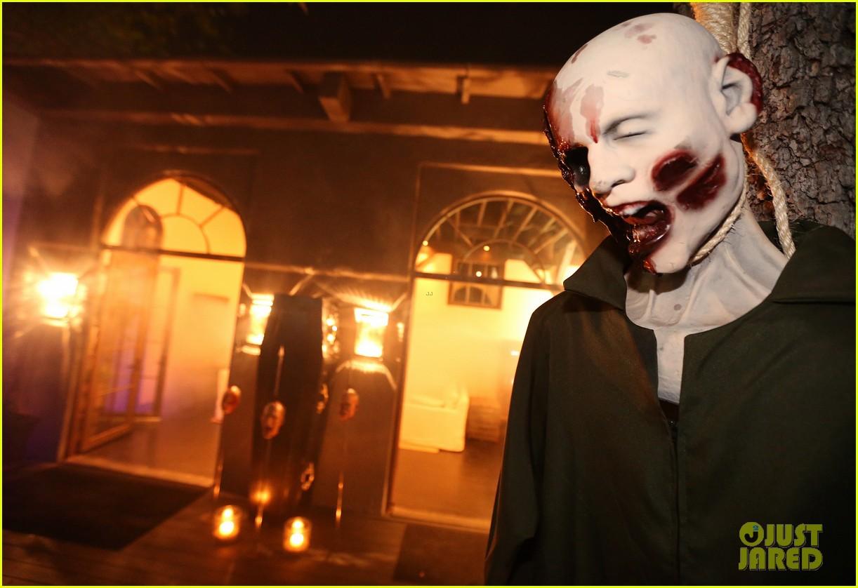demi lovato dead zombie halloween costume 2013 09
