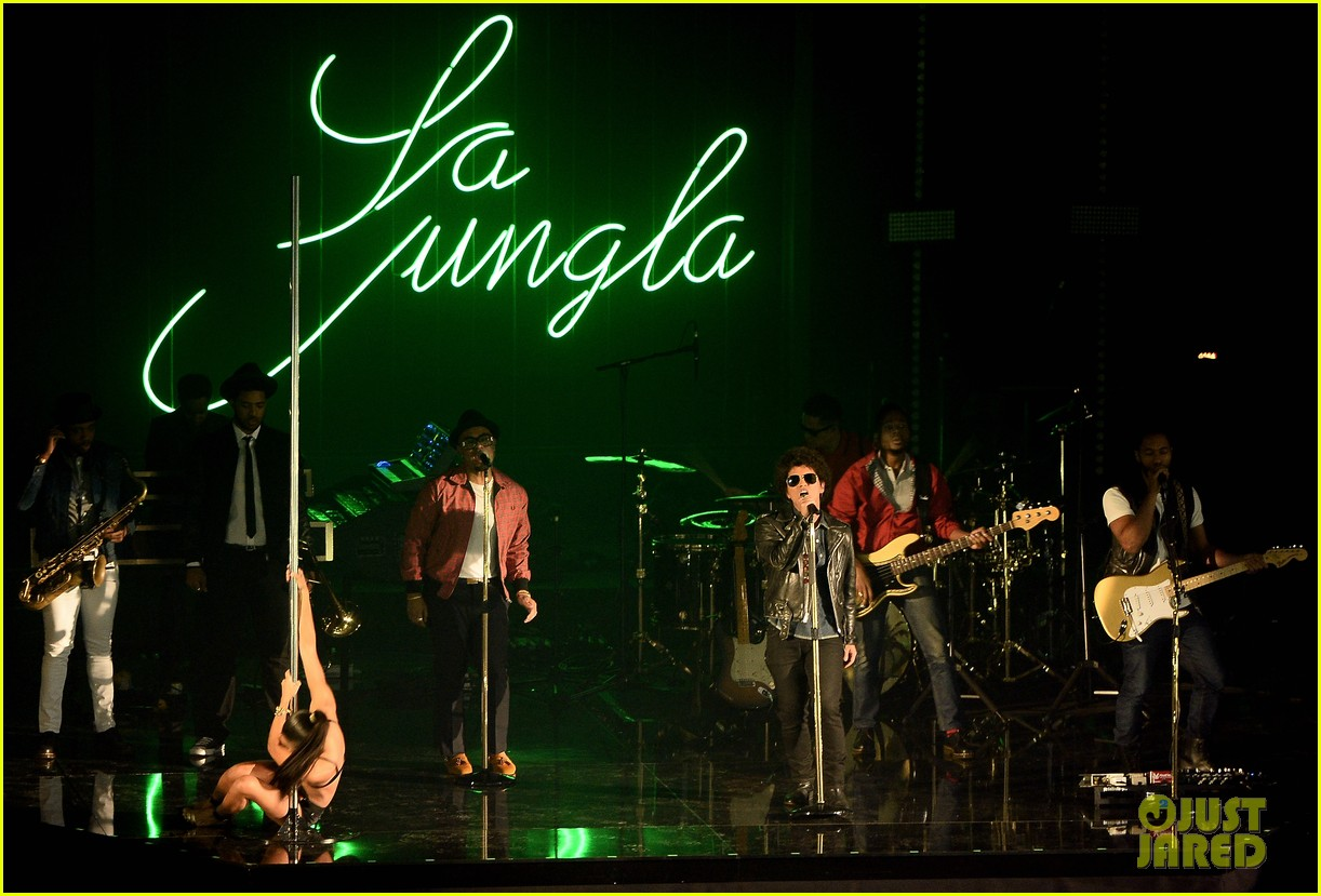 bruno mars performs gorilla at mtv ema 2013 video 02