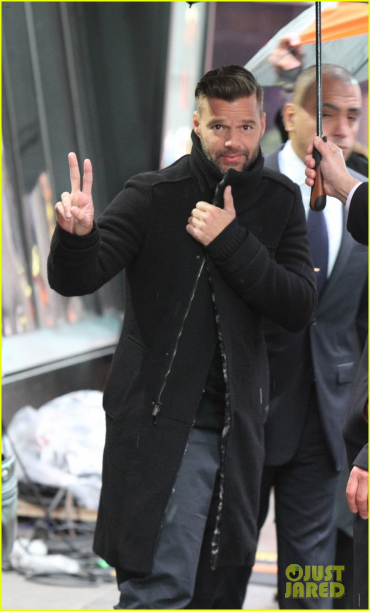 ricky martin santiago the dreamer book signing 07