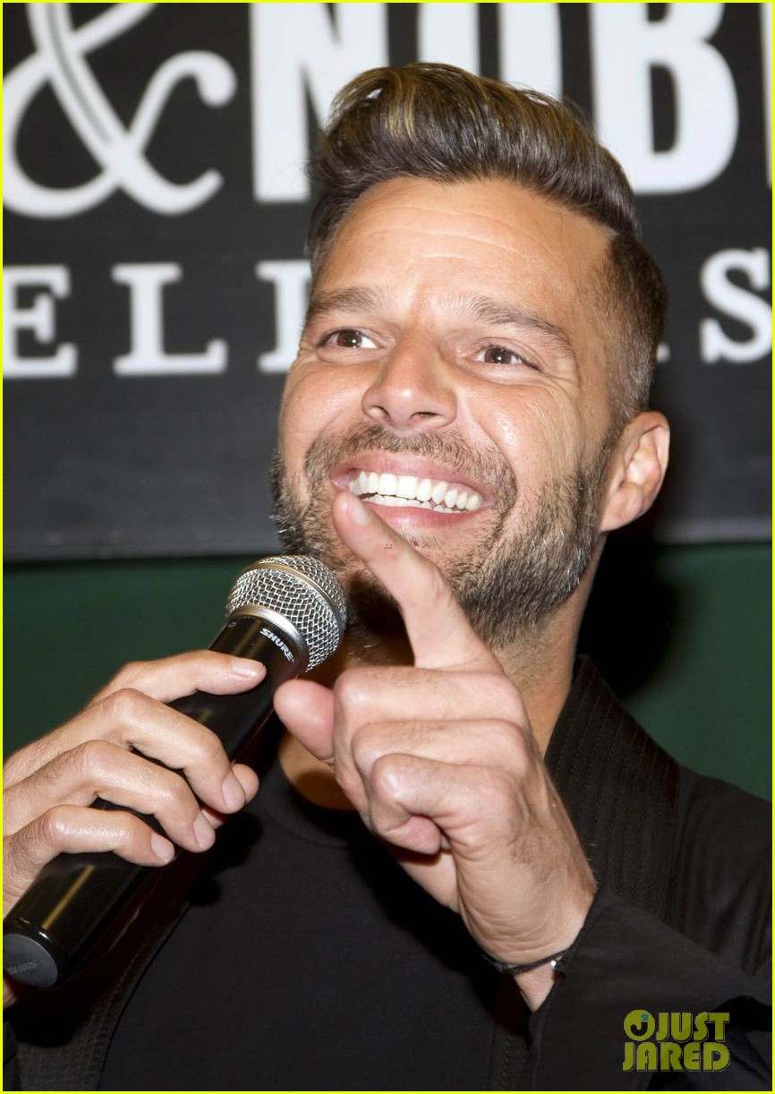 ricky martin santiago the dreamer book signing 102991575