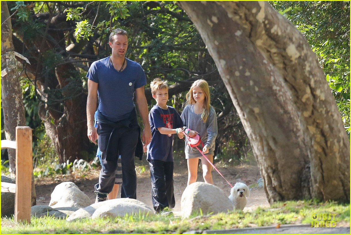 chris martin stroll with kids after kanye west concert 022986658