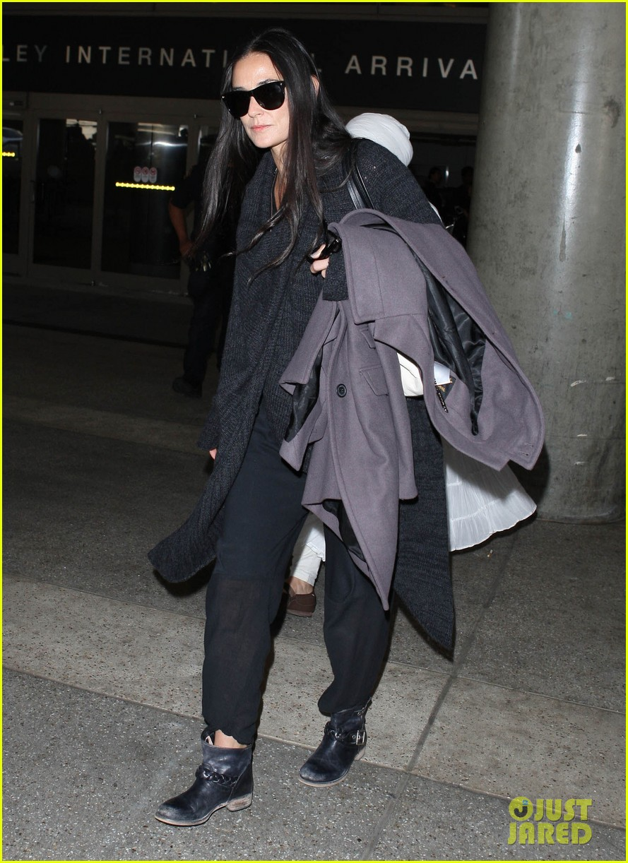 demi moore lands in america after spiritual retreat 042985941