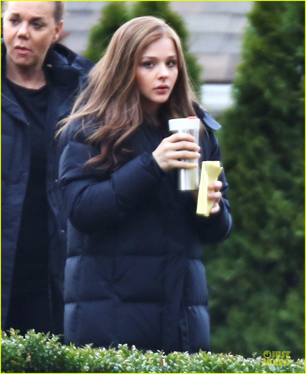 chloe moretz blue sporting babe on if i stay set 04