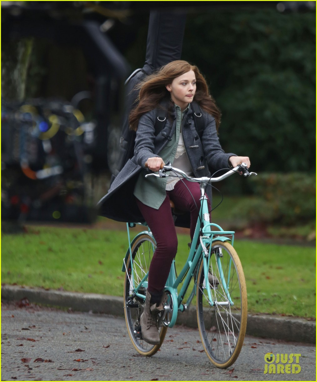chloe moretz all smiles on if i stay set 06