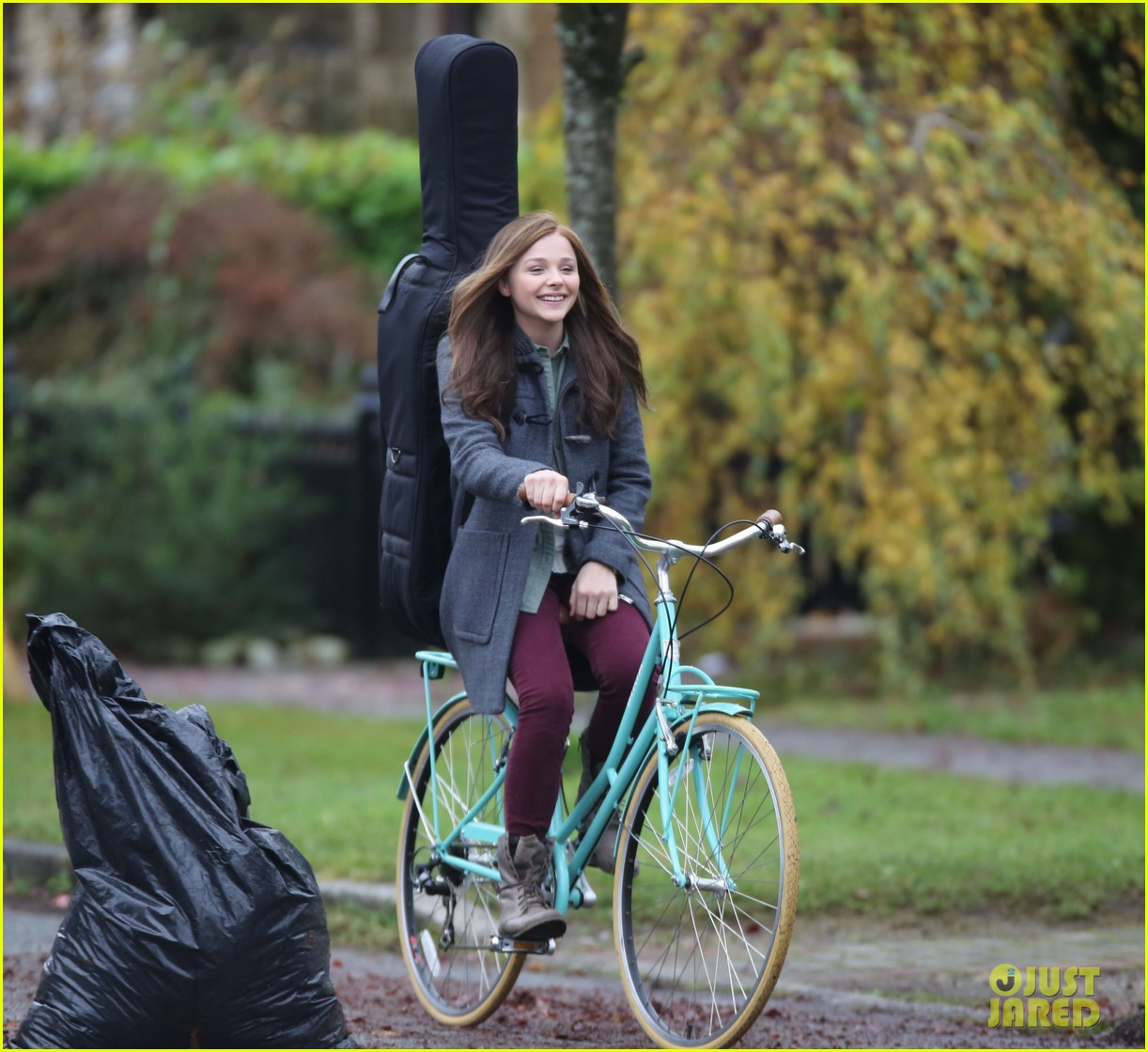chloe moretz all smiles on if i stay set 102993291