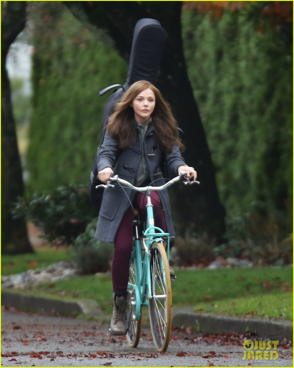 chloe moretz all smiles on if i stay set 20