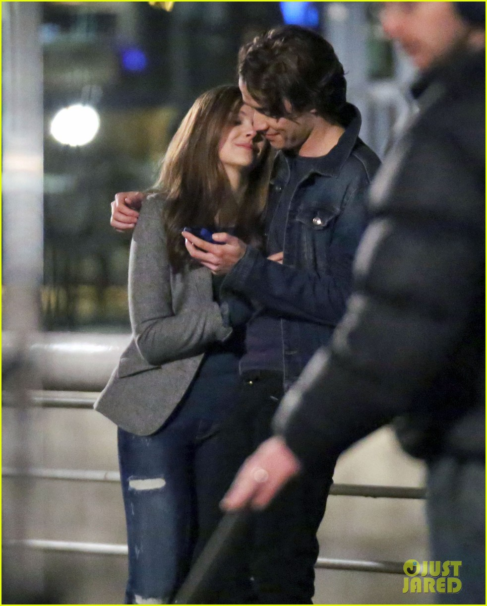 chloe moretz kisses co star jamie blackley on set 073001231