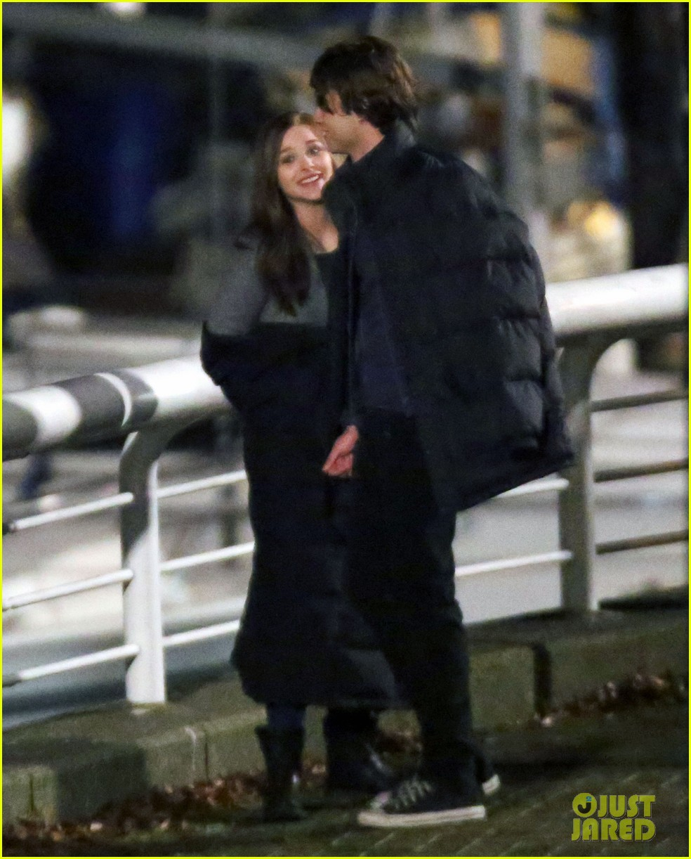 chloe moretz kisses co star jamie blackley on set 13