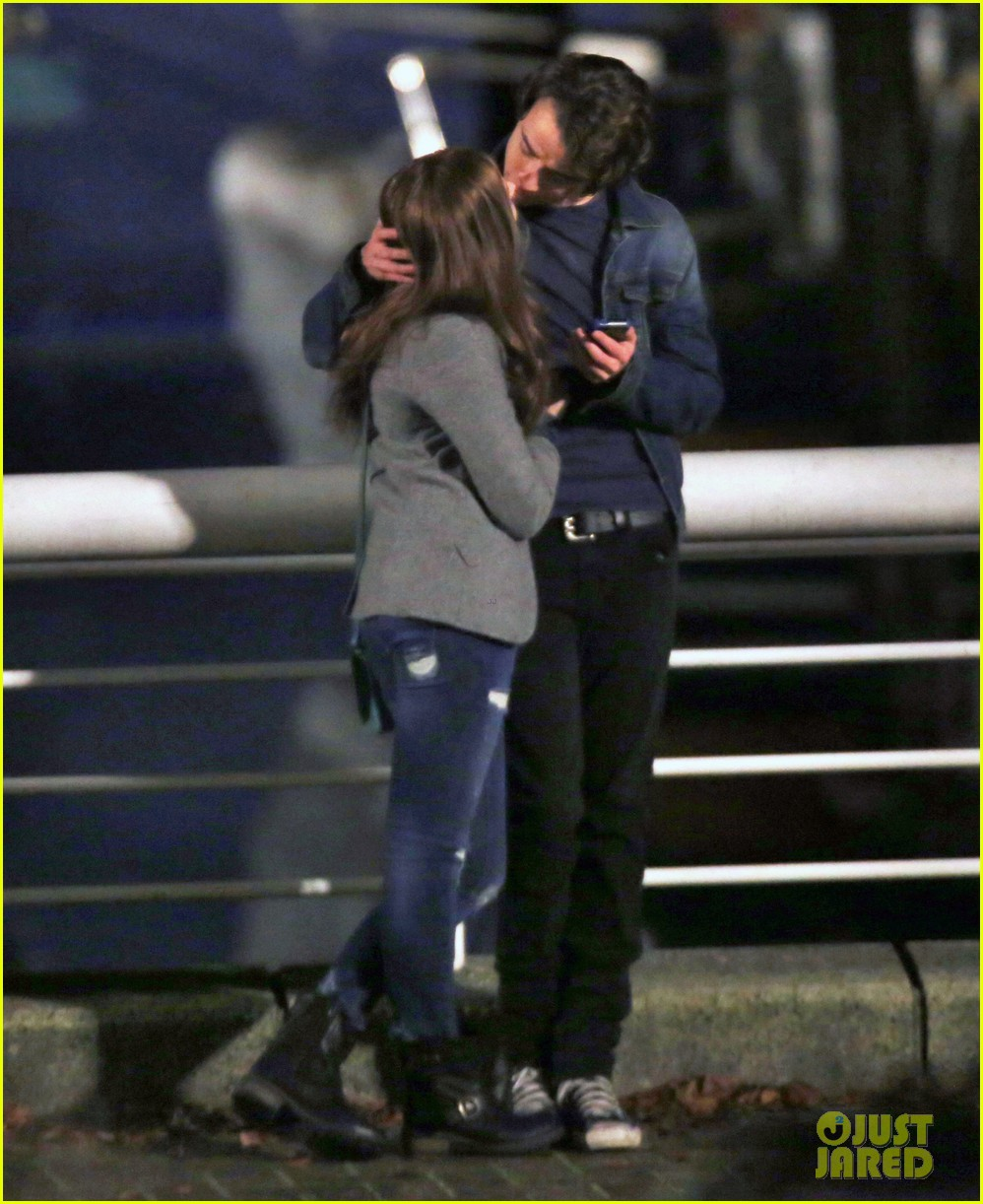 chloe moretz kisses co star jamie blackley on set 26