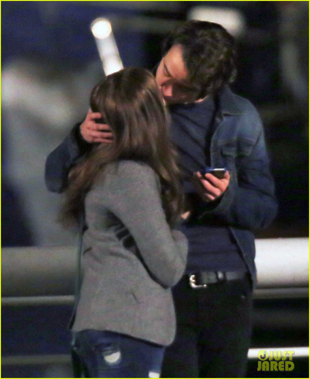 chloe moretz kisses co star jamie blackley on set 273001251