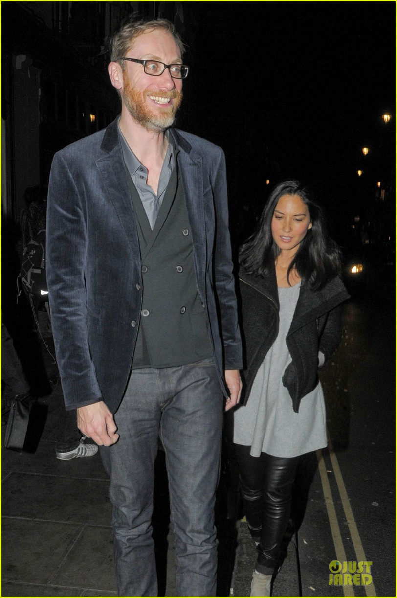 olivia munn groucho club with stephen merchant 04