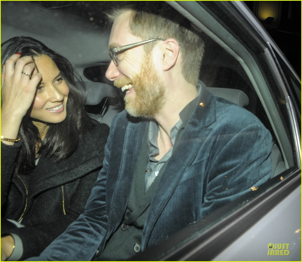 olivia munn groucho club with stephen merchant 102994060