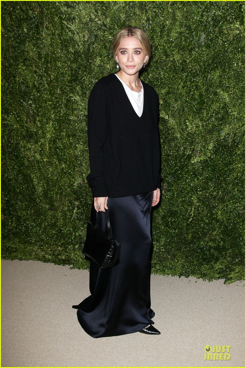 ashley olsen julianne moore cfda fashion fund finalists celebration 01